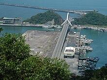 https://upload.wikimedia.org/wikipedia/commons/thumb/6/6d/Taiwan_2005_0708_04010_SUA_00045.jpg/220px-Taiwan_2005_0708_04010_SUA_00045.jpg