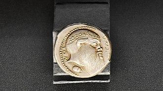 Tetradrachm - Image: Tetradrachme van Aetna (tweede kwart 5e eeuw v.C.) KBR 27 8 2016 11 45 16.) KBR 27 8 2016 11 45 16
