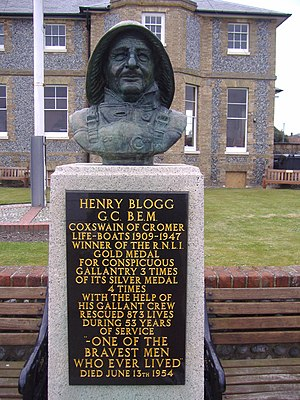 Henry Blogg - Henry Blogg's Bronze Bust on the Cliff Top in North Lodge Park, Cromer.