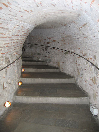 Equestrian staircase - Image: Thessaloniki White Tower hallway