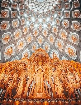 Святилище Тысячерукого Гуаньинь (Qianshou Guanyin) и Одиннадцатиглавого Гуаньинь (Shiyimian Guanyin) на горе Путо Гуаньинь Царство Дхармы в Чжэцзяне, Китай