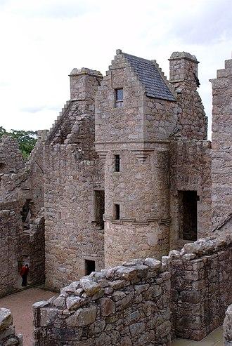 Tolquhon Castle - Image: Tolquhon Castle, central courtyard and rear living area