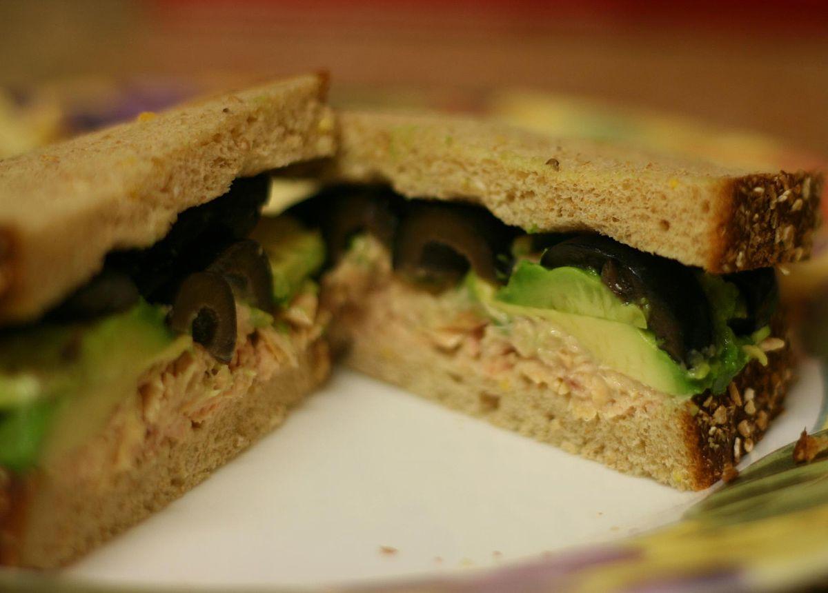 Tuna fish sandwich - Wikipedia