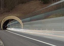 Tunnel Schwarzer Berg 3300399.jpg