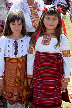 Two girls in hutsul clothes Ukraine 2017.jpg