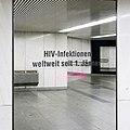 U1 Karlsplatz Kunst Factoid 11 HIV-Infektionen.jpg