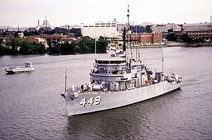 USS Impervious (MSO-449) underway on the Potomac River, Washington D.C. (USA), on 7 July 1990 (6457729).jpg