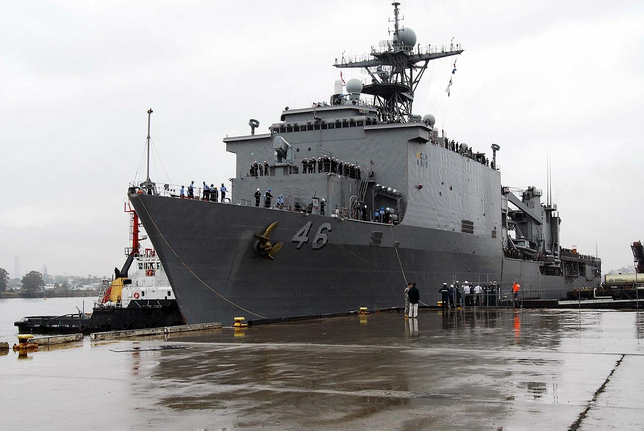 fileus navy 070606n6235s001 dock landing ship uss