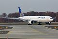 United Airlines Boeing 777-200 N778UA (7721072340).jpg