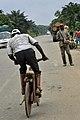 Vélo à bois au Cameroun3.jpg