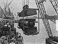 Verscheping van locomotieven naar Indonesie, Bestanddeelnr 904-7242.jpg