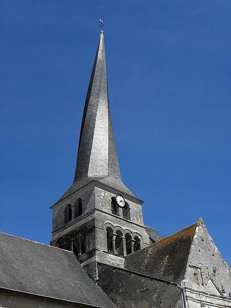 Église Saint-Symphorien du Vieil-Baugé (49). Clocher tors.