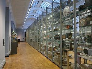 Visible storage - Image: Visible storage, porcelain galleries, Victoria & Albert Museum