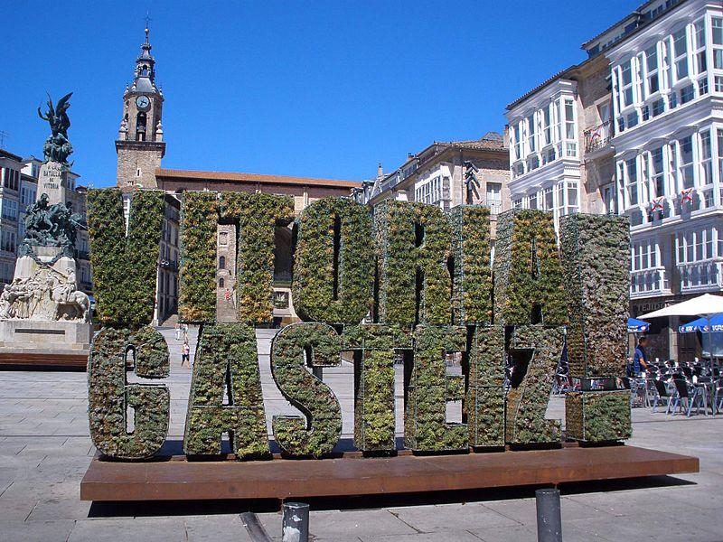 File:Vitoria - Plaza de la Virgen Blanca 20.JPG