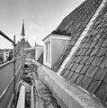 Voorgevel, dak met kapellen, tijdens restauratie - Breda - 20332260 - RCE.jpg