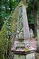 Waibstadt - Jüdischer Friedhof - Neuer Teil Reihe 7 - Grabstein mit 2. Obelisk und Ewer 1.jpg