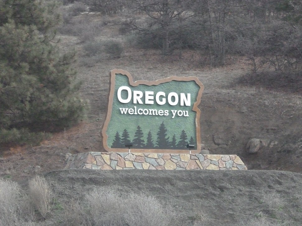 Welcome to Oregon sign.jpg