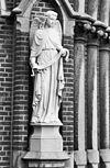 westgevel, engelen beeld, links van de ingangspartij - tilburg - 20345150 - rce