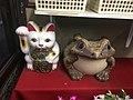White maneki Neko and frog Ibaraki Nov 29 2020 04-21PM.jpeg