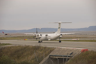 Trondheim Airport, Værnes - A Widerøe Dash 8 Q400 taxies while a Lufttransport Beechcraft King Air approaches Runway 09