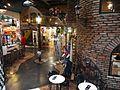Wiedeń - wnętrze garażu gdzie mieści się sklep i kawiarnia - panoramio.jpg