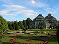 Wien - Schönbrunn - Palmenhaus mit Brunnen.jpg