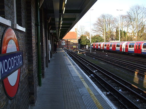Woodford station bay platform look north
