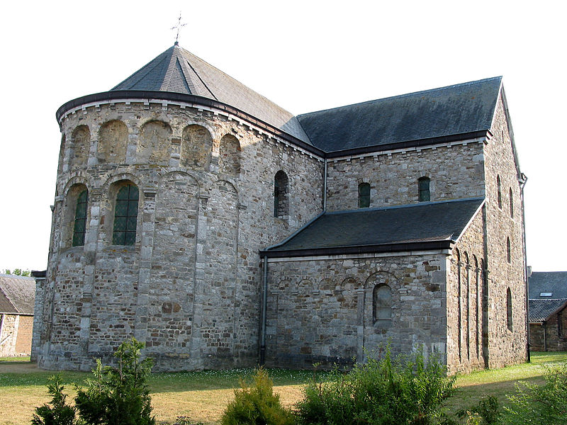 Xhignesse,  apse and left transep of the Saint Peter's church (end of the XIth century).