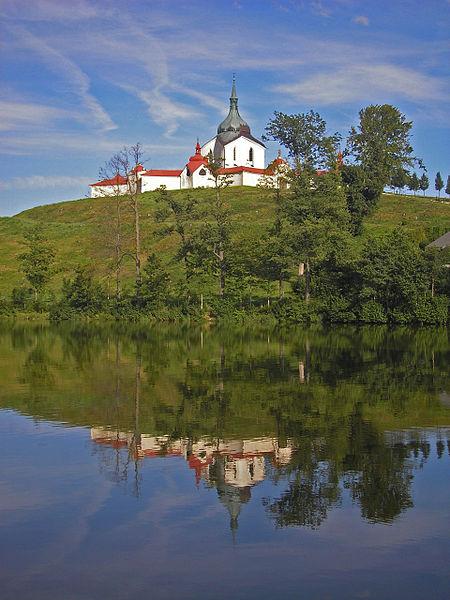File:Zelena Hora Lake.JPG
