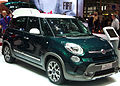 """ 13 - Italian fashion SUV - Fiat 500L Trekking green and white (luminosità bassa-low bright) for wikipedia.jpg"