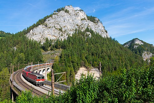 ÖBB 1144-004 with a freight train on the Kalte Rinne Viaduct, 01.10.2016.jpg