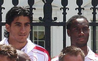 Vurnon Anita - Anita (right) with former Ajax teammate Aras Özbiliz