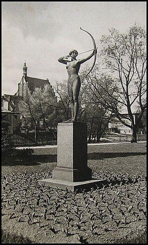 The Archer (Lepcke) - The statue in its original location ca 1920