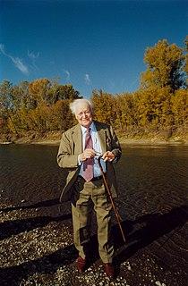 Морис Дрюон на берегу реки Сакмара с. Чёрный Отрог. 2003 г..jpg