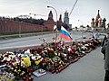 Цветы на месте гибели Немцова - panoramio.jpg