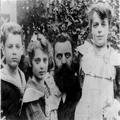 הרצל תיאודור עם ילדיו ( ת. מ. 1900) .-PHG-1001998.png
