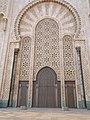 قوس عملاق بمسجد الحسن الثاني.jpg