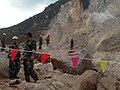 """中国武警水电部队正在爆破鲁甸""""8•3""""地震中的堰塞体.jpg"""
