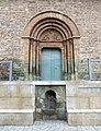 013 Església de Sant Pere d'Or (Santpedor), portal i font de la plaça.JPG