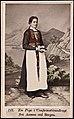 121. En Pige i Confirmationsdragt fra Aasene ved Bergen (13625116974).jpg