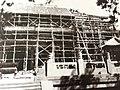 1956年,泰安文物部门对泰山古建筑进行了大规模整修。图为岱庙天贶殿施工现场.jpg
