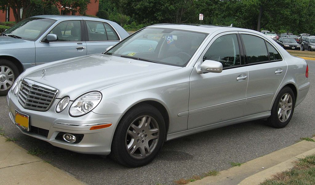 File:2007-Mercedes-Benz-E320.jpg - Wikimedia Commons