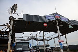 Russia–Ukraine border - Border checkpoint Marynivka as controlled by Donetsk People's Republic in June 2015 (with its flag clearly visible)