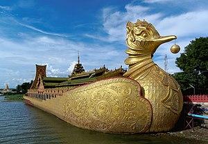 Meiktila - Image: 20160803 Meiktila, Myanmar Phaung Daw U Pagoda 7321
