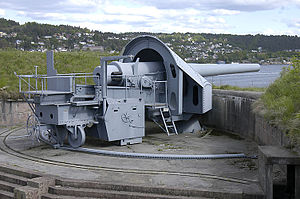 Oscarsborg Fortress - One of the three 28 cm main battery guns at Oscarsborg.
