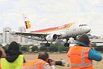 A319 Iberia EC-KUB (14127665907).jpg