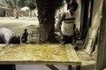 ASC Leiden - van Achterberg Collection - 03 - 22 - Un jeune homme à une table dans la rue - Ségou, Mali - novembre-décembre 1993.tif