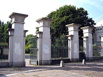Abney Park Cemetery - Image: Abney park east gate