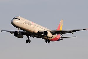 Airbus A321-231, Asiana Airlines AN2247589.jpg