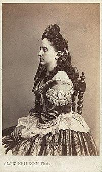 Amalie Døvle on visit card photo.jpg